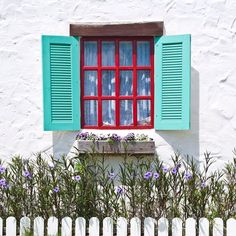 Open the shutters to eye-catching accents!