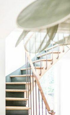 Idée peinture escalier contre-marche + stylobate en accord avec couleur mur bibliothèque