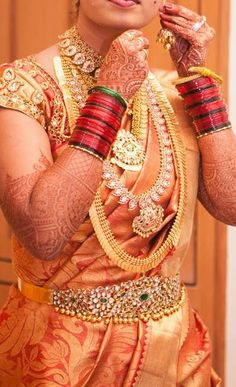 Bride in Traditional South Indian Jewellery - Indian Jewellery Designs South Indian Bridal Jewellery, Indian Bridal Wear, Indian Jewellery Design, Indian Wear, Indian Jewelry, Bridal Jewelry, Gold Jewelry, Gold Necklace, Jewellery Designs