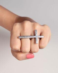 double finger cross ring.want it
