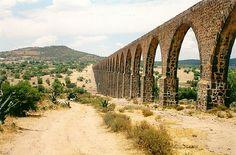 Considerada la obra de ingeniería hidráulica más importante del siglo XVI, el Acueducto del Padre Tembleque parte del municipio de Zempoala, Hidalgo, hasta llegar a Nopaltepec, Estado de México.
