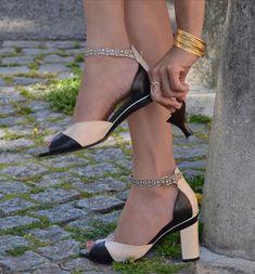 Una diseñadora inventó unos zapatos con tacones que sepueden quitar eintercambiar