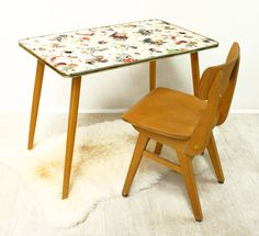 Ensemble petite table et chaise années 50 / Bianca and Family