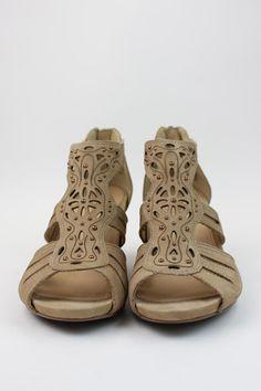 Morolo by Earthies  #shoes #fashion #NYC #NewYork #Brooklyn #EsLaVidaShoes