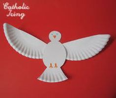 I love this Holy Spirit dove craft! It's easy enough for little ones and can be expanded to cover the Seven Gifts of the Holy Ghost. Use it for Pentecost, Baptism, Confirmation and other lessons on the Holy Spirit. Paper Plate Art, Paper Plate Crafts, Paper Plates, Catholic Crafts, Church Crafts, Catholic Kids, Vbs Crafts, Preschool Crafts, Farm Crafts