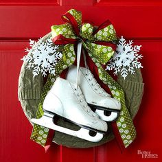 A collection of the best DIY Christmas wreaths out there! Beautiful wreaths to inspire you to get crafty this Christmas. Christmas Front Doors, Christmas Porch, Winter Christmas, Christmas Wreaths, Christmas Stockings, Christmas Greenery, Outdoor Christmas Decorations, Christmas Lights, Corona Floral