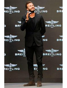 David Beckham wearing Black Blazer, Black Crew-neck T-shirt, Black Jeans, Dark Brown Suede Chelsea Boots Style David Beckham, Moda David Beckham, David Beckham Boots, David Beckham Fashion, David Beckham Suit, Black Suits, Black Blazers, Black On Black Suit, Black Style