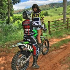 Dirt Bike Couple, Motocross Couple, Enduro Motocross, Motocross Girls, Motorcycle Couple, Dirt Bike Girl, Cute Country Couples, Cute Couples Goals, Triumph Motorcycles