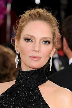 2014 Golden Globe Awards: Uma Thurman wore 22 ct. diamond chandelier earrings by Chopard