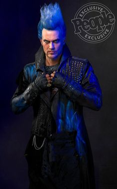 See the First Photos of Cheyenne Jackson's 'Outrageous' Look as Hades in Descendants 3 The film brings together Disney's most infamous villains The Descendants, Descendants Characters, Disney Channel Descendants, Descendants Pictures, Cheyenne Jackson, Cameron Boyce, Disney Girls, Disney S, Dark Disney