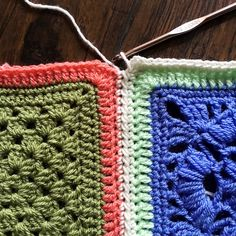Best 12 Let's celebrate the PLT Join by putting it to good use in our Vibrant Vintage CAL! Today I'm going to show you how to do a regular join-as-you-go method, in case you don't feel re… Connecting Granny Squares, Joining Crochet Squares, Joining Yarn, Granny Square Crochet Pattern, Crochet Blocks, Crochet Borders, Crochet Blanket Patterns, Crochet Granny, Easy Crochet