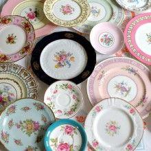 sweet home Wieso nicht Romantische Dessertteller sammeln? Dann können Sie Kuchen stilvoll servieren oder eine Wand damit dekorieren. Kleine Desserteller mit hübschen, romantischen Blumenmustern finden Sie in Brockenhäusern und auf Flohmärkten.