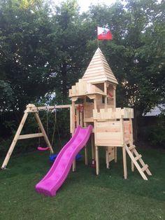 Und so sieht der Spielturm von BIBEX, die Ritterburg-L120 aufgebaut aus. Backyard Paradise, Play Houses, Lund, Park, Kids, Honey, Gardens, Treehouse Kids, Children Playground