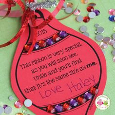 Make a simple parent gift with you classroom. Use this free printable Christmas ornament to make a meaningful Christmas gift for kids to give to parents. Easy, cheap, and inexpensive. Kids can give to parents, grandparents, aunts and uncles. This is a sim Printable Christmas Ornaments, Preschool Christmas Crafts, Free Christmas Printables, Christmas Ornaments To Make, Christmas Activities, 2nd Grade Christmas Crafts, Preschool Projects, Homemade Ornaments, Winter Activities