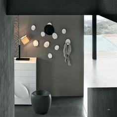 Accessori e complementi TONIN CASA modello Ivy, giovane e fresco, perfetto per dare colore alle pareti personalizzandole a seconda del proprio gusto. Realizzato in metacrilato bicolore, può essere posizionato quasi come se la parete diventasse un quadro.