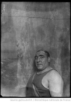 Secondo [i. e. El Secundo, lutteur espagnol participant au championnat du monde de lutte au Cirque de Paris, le 14 mars 1921] : [photographie de presse] / [Agence Rol] - 1