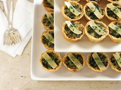 Mini Quiche Florentine Recipe Hgtv - Mini Quiche Florentine Recipe These Easy Mini Quiches Are Perfect For Holiday Entertaining The Classic Combination Of Spinach And Swiss Cheese Paired With The Robust Flavors Of Fresh Thyme And Parmes Warm Appetizers, Christmas Appetizers, Appetizer Recipes, Quiche Recipes, Appetizer Ideas, Party Recipes, Dessert Recipes, Quiche Florentine, Shooter Recipes