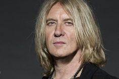 DEF LEPPARD's JOE ELLIOTT On AC/DC's Handling Of BRIAN JOHNSON's Hearing Loss: 'I Wouldn't Have Done It Like That'