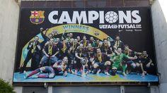 Una enorme foto de los Campeones de Europa de fútbol sala está presente en el Palau / FOTO: MIGUEL RUIZ - FCB