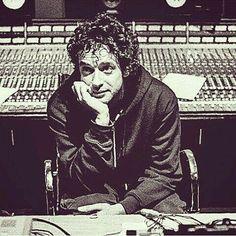 ...Estoy rodeado de bellos instrumentos bebiendo la pereza de soñar... #Beautiful #Cerati #Bocanada #Eterno Soda Stereo, Perfect Love, My Love, Rock Argentino, Marc Bolan, Liv Tyler, Film Music Books, Green Day, Lady And Gentlemen