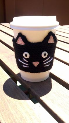 For the Tea Drinking Cat Lover on the Go a Crochet Black Cat Cup Sleeve Cozy- By HandmadeReverie on Etsy Chat Crochet, Crochet Coffee Cozy, Crochet Cozy, Crochet Gifts, Cup Sleeve, Coffee Sleeve, Yarn Crafts, Felt Crafts, Little Presents