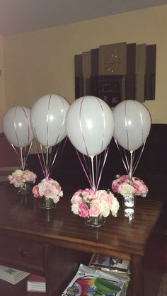 DIY hot air balloon centerpieces decorations - Decoration For Home Hot Air Balloon Centerpieces, Diy Baby Shower Centerpieces, Diy Hot Air Balloons, Party Table Centerpieces, Baby Shower Decorations For Boys, Centerpiece Decorations, Balloon Decorations, Balloon Ideas, Floral Centerpieces