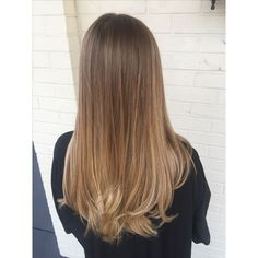 Are you looking for best hair colors to apply for long hair? Just see here, we have made a collection of fantastic long balayage colored hairstyles Brown Ombre Hair, Brown Hair Balayage, Ombre Hair Color, Light Brown Hair, Hair Color Balayage, Hair Highlights, Caramel Balayage, Caramel Ombre Hair, Hair Colour