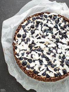 true taste hunters - kuchnia roślinna: Tarta czekoladowo-kokosowa z borówkami (wegańskie, bez cukru, bez pieczenia)