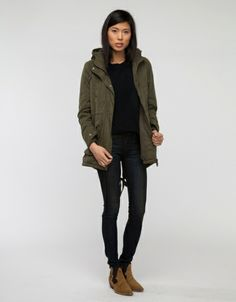 Snowdon Anorak Laidback style  Skinny Dark Blue Jeans Black shirt/or sweater Long Dark Green Jacket Cozy brown shoes