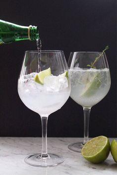 Cointreau Fizz: Drinken som vælter G&T af pinden - Helbred Cointreau Drinks, Fizz Drinks, Cocktails, Juice Drinks, Juice Smoothie, Smoothie Drinks, Party Drinks, Cocktail Drinks, Cold Drinks