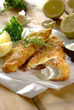 Crunchy Crumbed Fish with Tartare Sauce: Why eat out when you can enjoy your very own fried with home-made tartare sauce? Fish Dishes, Seafood Dishes, Seafood Recipes, Main Dishes, South African Recipes, Southern Recipes, Healthy Dinner Recipes, Good Food, Yummy Food