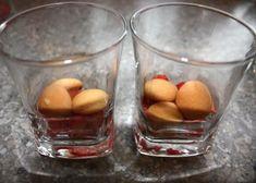 Smotanový pohár s jahodami, Poháre, pudingy, krémy, recept | Naničmama.sk Fruit, Recipes, Food, Essen, Meals, Ripped Recipes, Yemek, Cooking Recipes, Eten