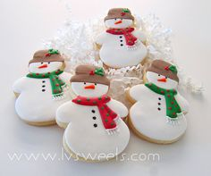 Fantastically fun little scarf adorned snowman cookies.  via #TheCookieCutterCompany