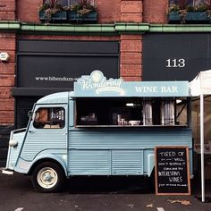 Food trucks are trending everywhere right now.this wine truck is a brilliant idea! Add a little fun to your event or wedding for your guests whilst you are getting your photos taken! Food Trucks, Kombi Food Truck, Hy Citroen, Food Vans, Mobile Bar, Mobile Shop, Coffee Truck, Cafe Shop, In Vino Veritas
