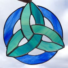 Stained glass Celtic knot designs, made out of beautiful, high quality glass. The Trinity Knot was originally designed to honour the Mother, Maiden and Crone of the Neo-pagan Triple Goddess, which represents the three life-cycles of a woman in relation to the phases of the moon. These