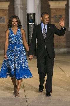 President Barack Obama and First Lady Michelle Obama arrive for the Marine Barracks Evening Parade Michelle Obama Photos, Michelle Obama Fashion, Michelle And Barack Obama, First Ladies, Ladies Day, Barack Obama Family, Obama President, Presidente Obama, Malia And Sasha