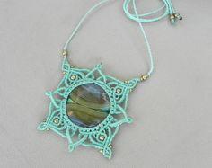 Macramé Mandala Necklace. Mint Green with AGATE healing crystal. Spiritual jewelry. Bohemian Necklace. Healing Jewelry. Sacred geometry.