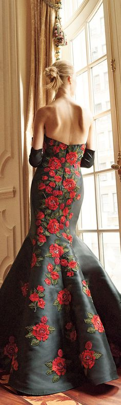 I'd love to see the front of this gown. It would of looked more striking on a model with an elegant chignon with brunette hair, and elegantly painted red lips.