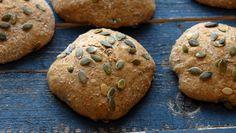 Å ha frø i deigen gir bakverk med litt mer spennende smak og matopplevelse Bread Rolls, Bread Recipes, Food And Drink, Cookies, Baking, Desserts, Breads, Crack Crackers, Bakken
