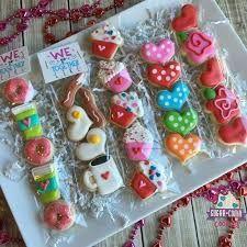 Resultado de imagem para decorated cookies