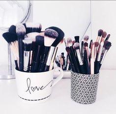 make-up cup makeup brushes