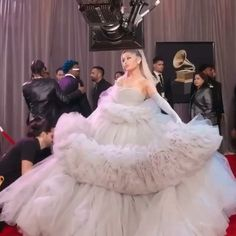 ariana grande at the 2020 grammys Concert Ariana Grande, Ariana Grande Grammys, Ariana Grande Music Videos, Ariana Grande Cute, Ariana Grande Perfume, Ariana Grande Pictures, Ariana Grande Vestidos, Ariana Grande Outfits Casual, Grammy Outfits