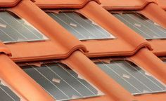 Solar Roof Tiles - What are they? Solar shingles have come a long way. In fact, solar shingles or solar tiles used to be unsatisfactory based on their. Solar Energy Panels, Best Solar Panels, Solar Energy System, Solar Power, Wind Power, Detail Architecture, Historical Architecture, Solar Shingles, Solar Roof Tiles