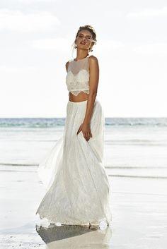 (Foto 1 de 37) Traje de novia dos piezas compuesto por falda y top, Galeria de fotos de Vestidos hippies para novias boho-chic