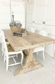 French Natural #フレンチアンティーク#パディントン#フレンチアンティークのナチュラルな木製ダイニングテーブル。広いダイニングルームや、食堂のテーブル等として使われていたリフレクトリーテーブルです。エルム材製の広い天板に、しっかりした貫でH型に補強された安定感のある脚は装飾的なカッティング。レストランやカフェのテーブル