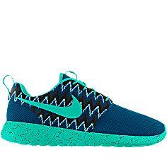 Kolbie Satterfield's custom-made Nike Roshe Run iD Women's Shoe is almost done! #MYNIKEiDS