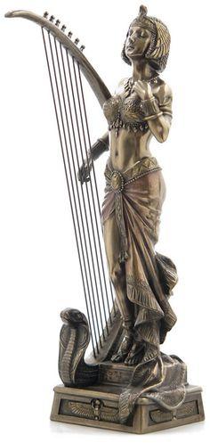 Egyptian Cleopatra, Nefertiti, and Queens Statues and Egyptian Queen busts and statue. Cleopatra Statue, Queen Cleopatra, Egyptian Queen, Egyptian Goddess, Egyptian Art, Sculpture Art, Sculptures, Louvre Museum, Statues