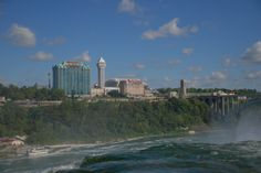 Falls Avenue Resort from the USA side. Niagara Falls Canada Hotels, Great Hotel, Hotels And Resorts, New York Skyline, Buffet, Usa, Places, Travel, Viajes