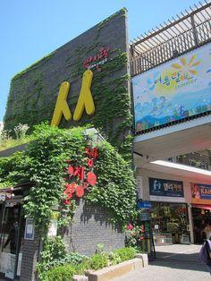 Shopping at Ssamziegil, Seoul, Korea
