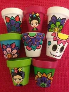 Outstanding diy hacks info are offered on our website. Read more and you wont be sorry you did. Flower Pot Art, Flower Pot Design, Flower Pot Crafts, Clay Pot Crafts, Shell Crafts, Diy Clay, Painted Plant Pots, Painted Flower Pots, Pots D'argile
